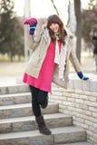 Χειμερινό κορίτσι στο πάρκο Στοκ Εικόνες