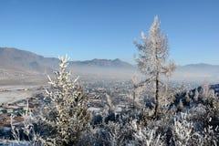 Χειμερινό ορεινό χωριό Στοκ Φωτογραφία
