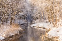 Χειμερινό παγωμένο ηλιόλουστο τοπίο Στοκ εικόνες με δικαίωμα ελεύθερης χρήσης