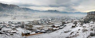 Χειμερινό πανόραμα του χωριού Ongudai Στοκ Εικόνα