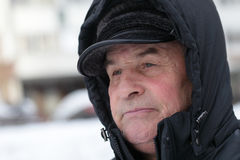 Χειμερινό πορτρέτο ενός ανώτερου ατόμου Στοκ Εικόνες
