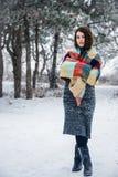Χειμερινό πορτρέτο της γοητείας του κοριτσιού Στοκ Εικόνα
