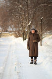 Χειμερινό πορτρέτο της ηλικιωμένης γυναίκας Στοκ φωτογραφία με δικαίωμα ελεύθερης χρήσης