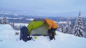 Χειμερινό ταξίδι στα βουνά απόθεμα βίντεο