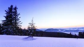 Χειμερινό τοπίο βουνών φιλμ μικρού μήκους