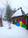 Χειμερινό τοπίο με τα πολύχρωμα έλκηθρα Στοκ φωτογραφίες με δικαίωμα ελεύθερης χρήσης