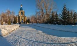 Χειμερινό τοπίο με την εκκλησία επαρχίας Στοκ φωτογραφία με δικαίωμα ελεύθερης χρήσης