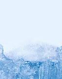 Χειμερινό τοπίο με την παγωμένη δομή πάγου, παγωμένη επιφάνεια κάρτα προτύπων κρύου καιρού μακρο άποψη, διάστημα αντιγράφων Στοκ Εικόνες