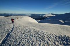 Χειμερινό τοπίο των αποκλεισμένων από τα χιόνια κορυφών Στοκ εικόνα με δικαίωμα ελεύθερης χρήσης