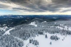 Χειμερινό τοπίο των βουνών Rhodope κοντά στο θέρετρο pamporovo, περιοχή Smolyan, της Βουλγαρίας Στοκ φωτογραφία με δικαίωμα ελεύθερης χρήσης