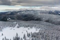 Χειμερινό τοπίο των βουνών Rhodope κοντά στο θέρετρο pamporovo, περιοχή Smolyan, της Βουλγαρίας Στοκ εικόνα με δικαίωμα ελεύθερης χρήσης