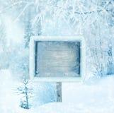 Χειμερινό υπόβαθρο, σκηνή, τοπίο Ξύλινο σημάδι το χειμώνα φ Στοκ Εικόνες