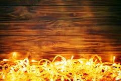 Χειμερινό υπόβαθρο Χριστουγέννων, ένας πίνακας που διακοσμείται με τους κλάδους και τις διακοσμήσεις έλατου καλή χρονιά Χριστούγε Στοκ φωτογραφία με δικαίωμα ελεύθερης χρήσης