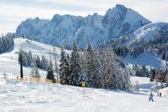 Χειμερινό χιονώδες τοπίο τοπίου σε αυστριακό Apls στο σκι τοπικό Στοκ φωτογραφία με δικαίωμα ελεύθερης χρήσης