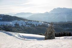 Χειμερινό χιονώδες τοπίο τοπίου σε αυστριακό Apls στο σκι τοπικό Στοκ Εικόνες