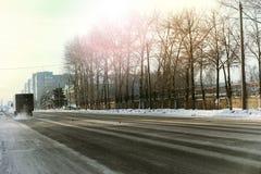 Χειμώνας αυτοκινήτων οδικών πόλεων Στοκ Εικόνα