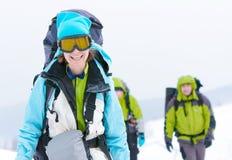 χειμώνας βουνών οδοιπόρω&nu Στοκ φωτογραφίες με δικαίωμα ελεύθερης χρήσης