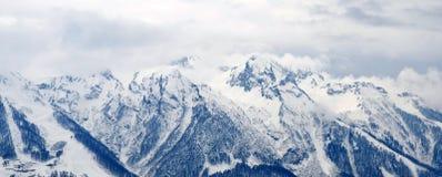 χειμώνας βουνών gudauri Καύκασου Γεωργία μεγάλα βουνά βουνών τοπίων Στοκ Φωτογραφία