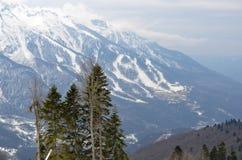 χειμώνας βουνών gudauri Καύκασου Γεωργία μεγάλα βουνά βουνών τοπίων Στοκ φωτογραφία με δικαίωμα ελεύθερης χρήσης