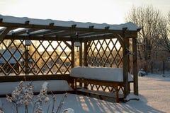 Χειμώνας με τα μέρη του χιονιού στη ρωσική επαρχία Στοκ φωτογραφία με δικαίωμα ελεύθερης χρήσης