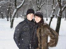χειμώνας πάρκων ζευγών στοκ φωτογραφίες με δικαίωμα ελεύθερης χρήσης