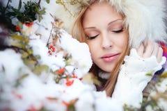 χειμώνας πάρκων κοριτσιών Στοκ φωτογραφία με δικαίωμα ελεύθερης χρήσης