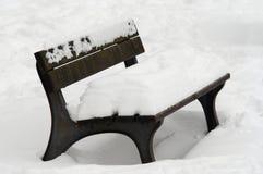 χειμώνας πάρκων πάγκων Στοκ φωτογραφίες με δικαίωμα ελεύθερης χρήσης