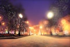 χειμώνας περπατήματος οδών ανθρώπων νύχτας τοπίων Στοκ Εικόνες