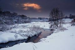 χειμώνας ποταμών βραδιού στοκ φωτογραφία