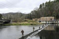 Χειμώνας που αλιεύει σε έναν ποταμό Στοκ Φωτογραφίες