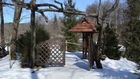 Χειμώνας πυλών πάρκων γυναικών απόθεμα βίντεο