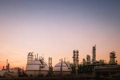 χειμώνας σκηνής εγκαταστάσεων καθαρισμού φυτών πετρελαίου νύχτας αερίου παγετού Στοκ Εικόνες