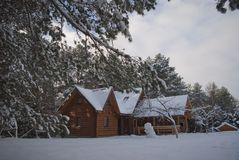 χειμώνας σπιτιών ξύλινος Στοκ φωτογραφία με δικαίωμα ελεύθερης χρήσης