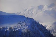 Χειμώνας στα βουνά των ρουμάνικων Στοκ εικόνα με δικαίωμα ελεύθερης χρήσης