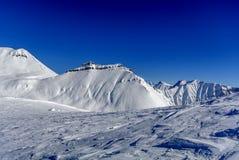 Χειμώνας στα μεγαλύτερα βουνά Καύκασου Στοκ Φωτογραφία