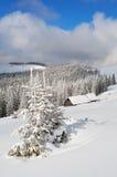 Χειμώνας στην κοιλάδα βουνών. στοκ φωτογραφίες