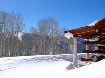 Χειμώνας στο εξοχικό σπίτι Στοκ φωτογραφία με δικαίωμα ελεύθερης χρήσης