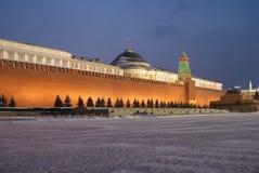 χειμώνας τοίχων κόκκινων τετραγώνων νύχτας του Κρεμλίνου Μόσχα Στοκ Εικόνες