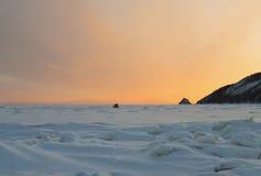 χειμώνας χιονοπτώσεων του Ιρκούτσκ Ρωσία αναχωμάτων αυγής Στοκ Φωτογραφίες