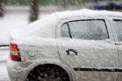 Χειμώνας χιόνι αυτοκινήτων κάτω Στοκ φωτογραφία με δικαίωμα ελεύθερης χρήσης