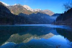 Χειμώνας jiuzhai λιμνών jianzhu μπαμπού βελών στοκ φωτογραφίες