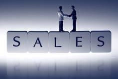 Χειραψία Β πωλήσεων επιχειρηματιών Στοκ φωτογραφίες με δικαίωμα ελεύθερης χρήσης