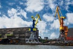 Χειρισμός του σκάφους στο λιμένα Λετονία, Ventspils Στοκ φωτογραφία με δικαίωμα ελεύθερης χρήσης