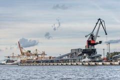 Χειρισμός φορτίου στο λιμένα Στοκ Εικόνες
