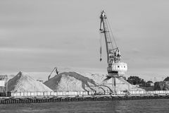 Χειρισμός φορτίου στο λιμένα Στοκ Φωτογραφίες