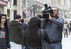 Χειριστής καμερών με τη κάμερα στην οδό Istiklal, Τουρκία Στοκ φωτογραφία με δικαίωμα ελεύθερης χρήσης