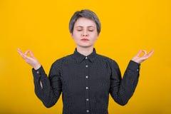 Χειρονομία γυναικών zen στοκ εικόνες με δικαίωμα ελεύθερης χρήσης