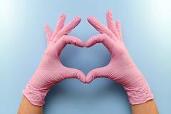 Χειρονομία, ρύγχος, με έναν φορημένο γάντια αντίχειρα επάνω στοκ εικόνα με δικαίωμα ελεύθερης χρήσης