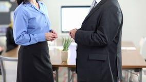 Χειρονομίες χεριών της ομιλίας επιχειρηματιών απόθεμα βίντεο