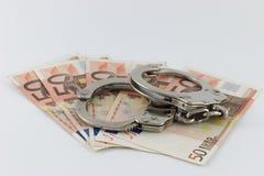 Χειροπέδες στους λογαριασμούς χρημάτων Στοκ φωτογραφία με δικαίωμα ελεύθερης χρήσης